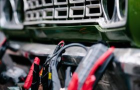 How to Hook Up and Disconnect Jumper Cables