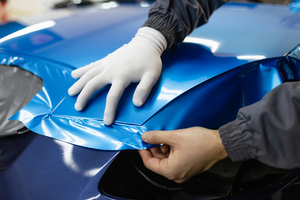 car wrapping specialist perfecting vinyl car wrap on car