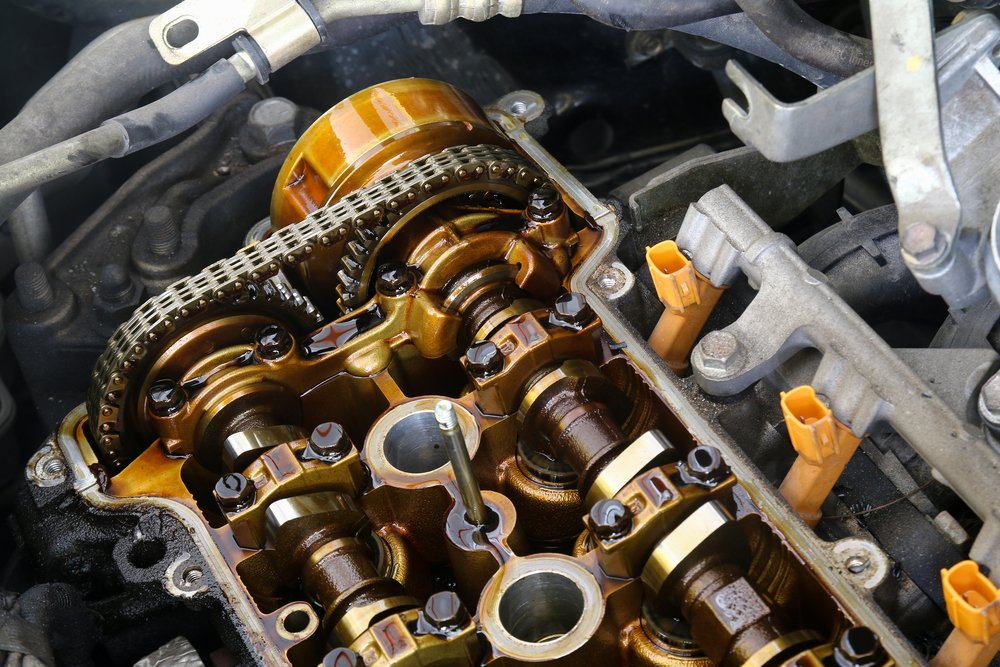 camshaft with timing chain