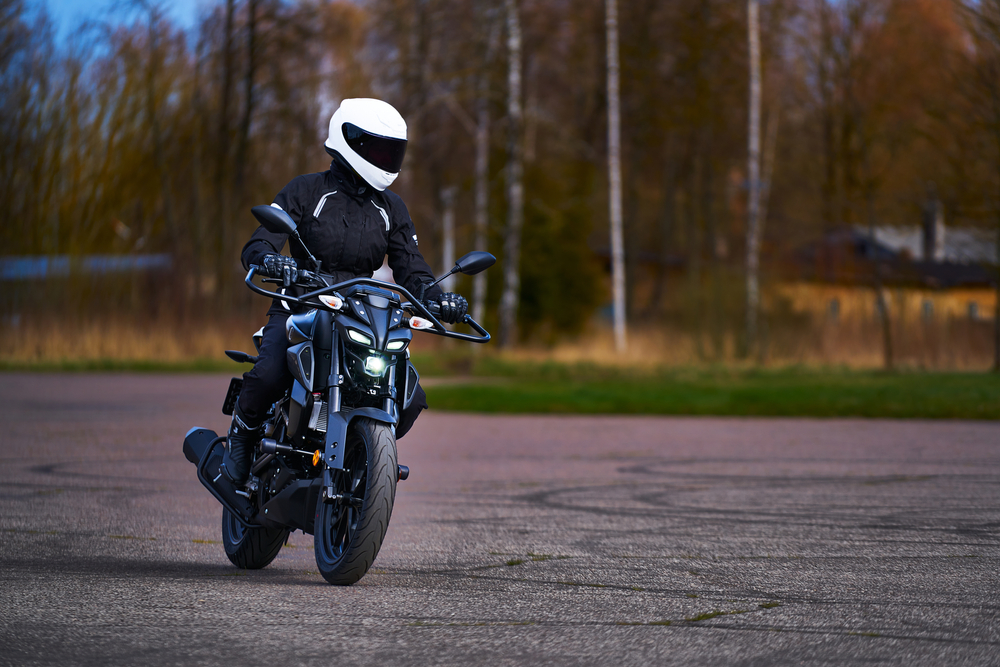 motorcyclist with good posture