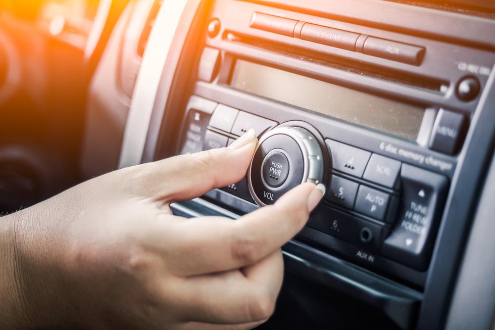 hand adjusting car audio system