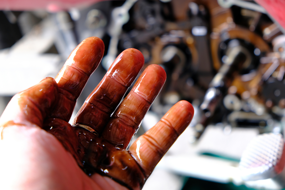 dirty engine oil