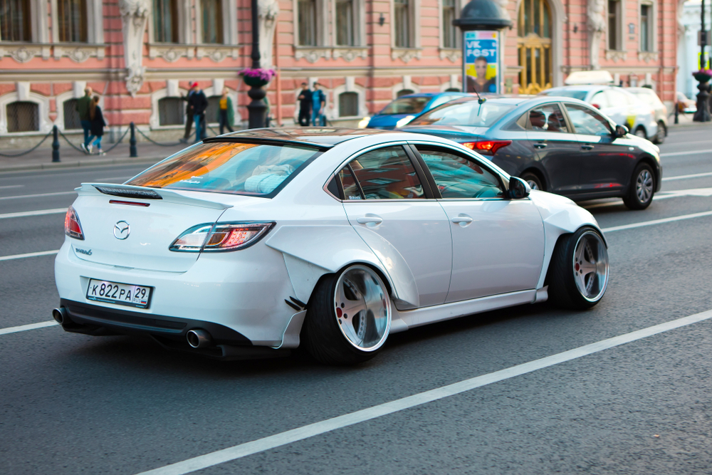 car with negative camber